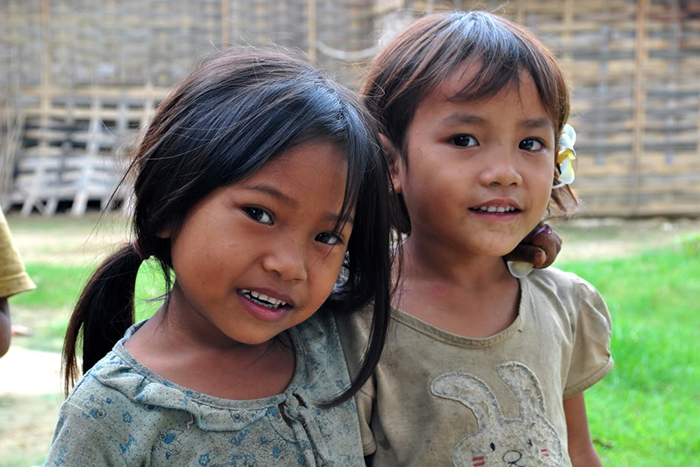 laos-girls-smile-vittravel